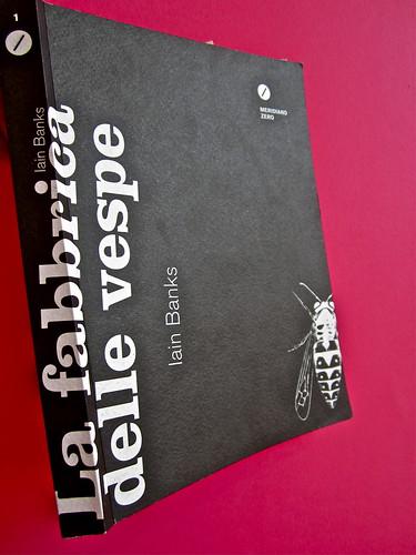 Iain Banks, La fabbrica delle vespe, Meridiano Zero 2012. Progetto grafico: Meat collettivo grafico; realizz. graf.: Nicolas Campagnari. Dorso, copertina (part.), 3