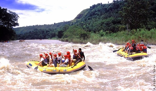 Juan for Fun backpacker teams will spend 5 days together in up to 6 destinations, so get ready for some wild rides like white water rafting adventures