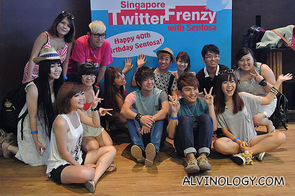 Group photo of a bunch of bloggers who stayed behind to chit chat