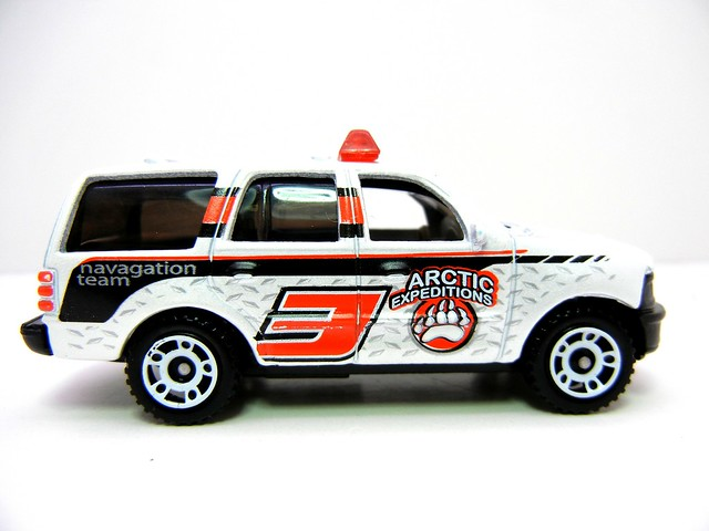 matchbox ford expedition artic (2)