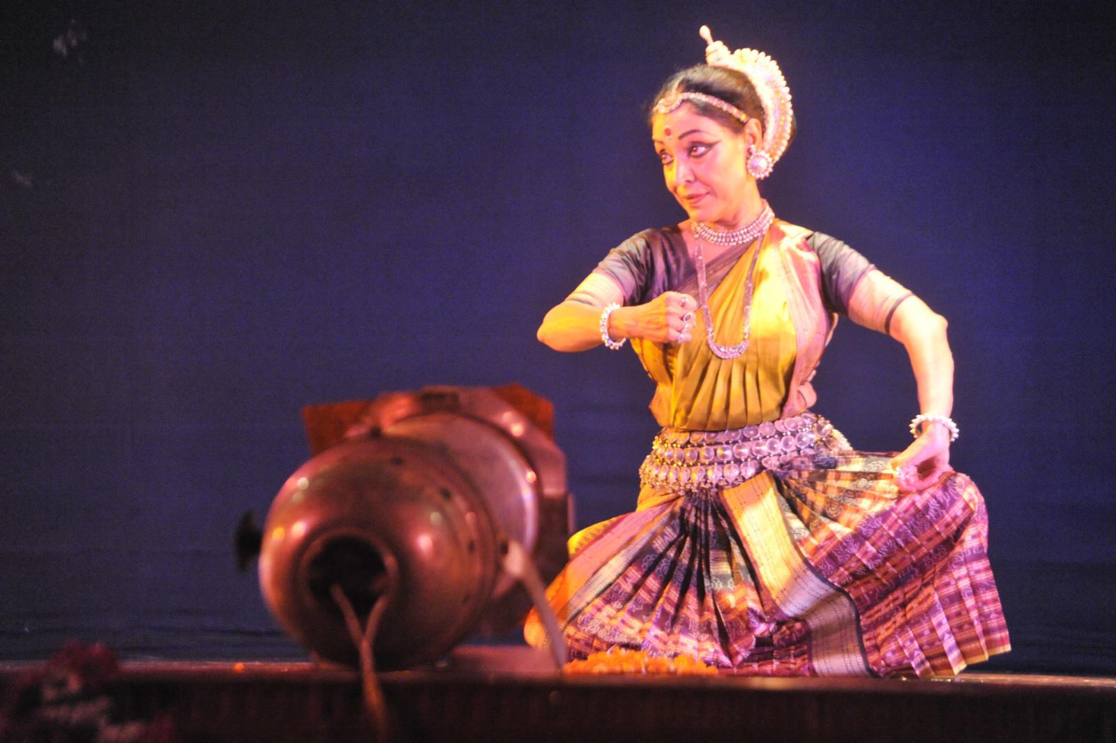Madhavi Mudgal as Radha, Abhinaya