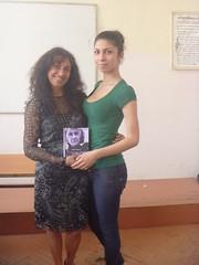 regalando a Sevildzhan mi poemario Esperanza traducido al bulgaro