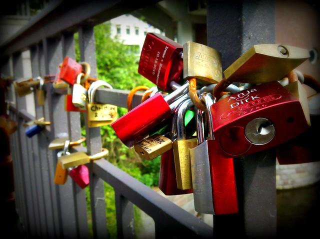 Schlösser auf der Michaelisbrücke