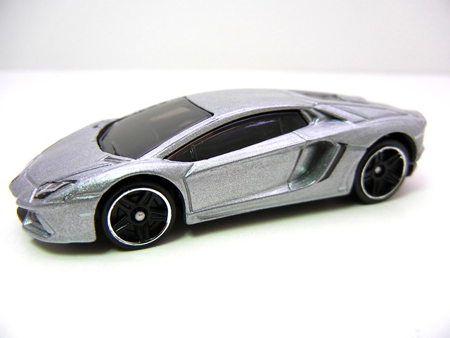 hot wheels lamborghini aventador lp700-4 (2)