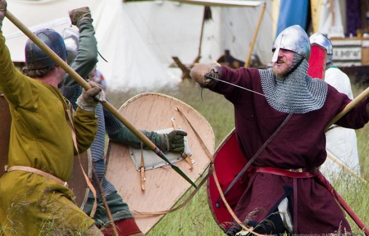 Reconstitution d'une bataille médiévale en Angleterre.