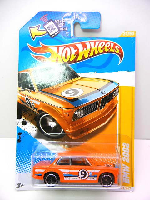 hot wheels bmw 2002  (1)