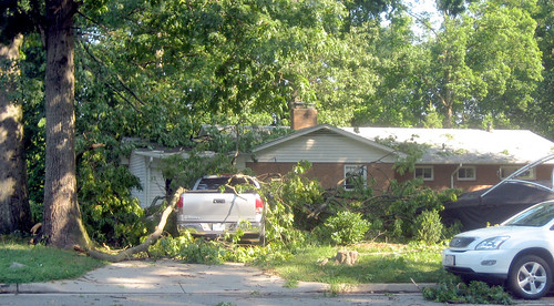 20120630 0801 - storm damage while yardsaleing - tree fell on house, truck - IMG_4506
