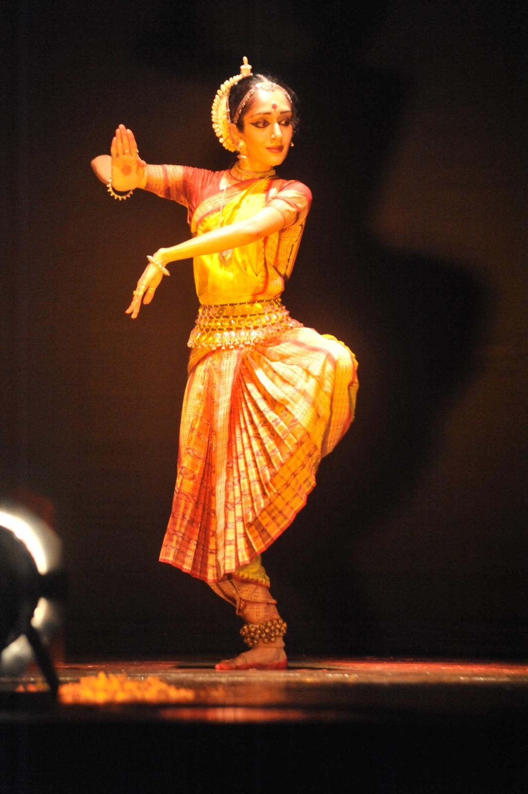 Arushi performing on 'Jhatatavi Ghalajwala...