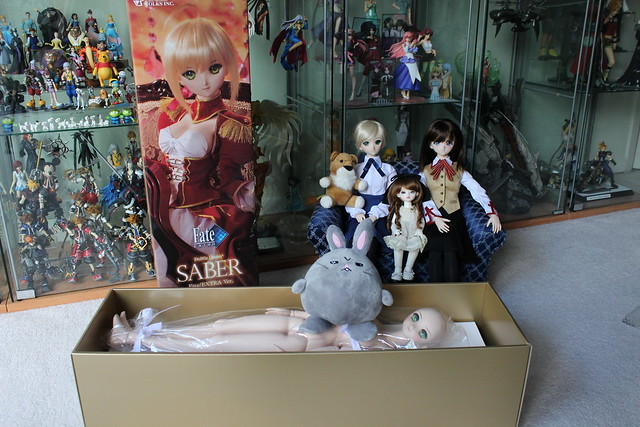 Saber Alter in her box