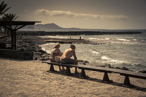 Watching the Ocean (Playa de Las Americas, Tenerife, Iles Canaries) - Photo : Gilderic