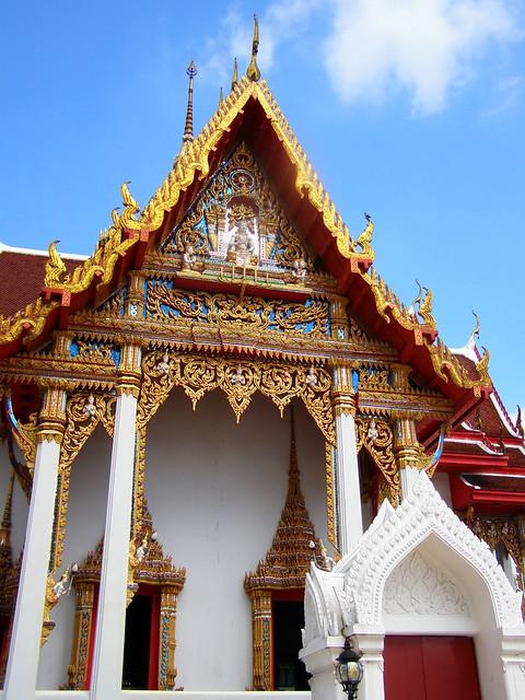 Wat Intharawihan - Bangkok, Thailand
