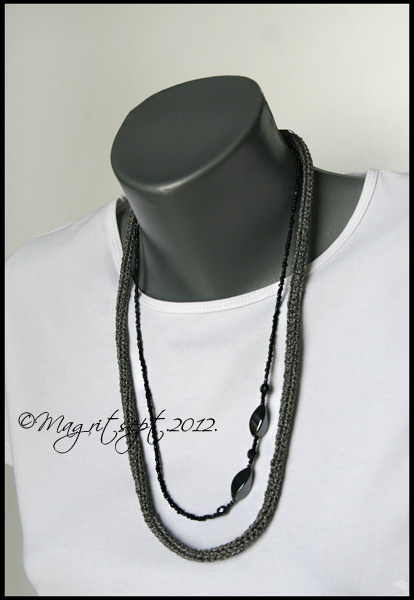 black with pearls necklase