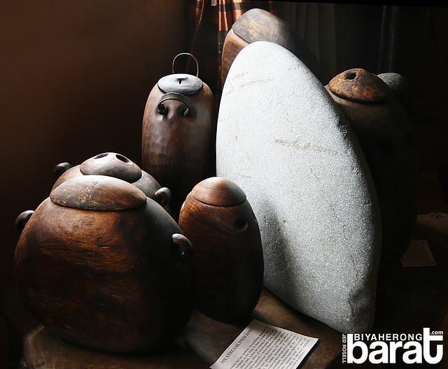 Cordillera Sculpture Museum streamlined jars