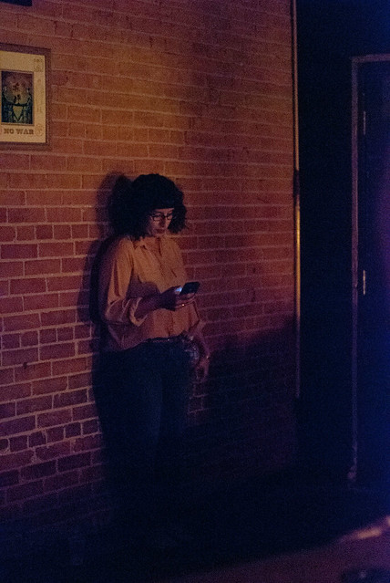latifah texting before going onstage