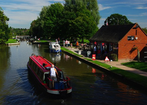 20120908-34_Top Lock Cafe + Narrow Boat - Hatton Locks by gary.hadden