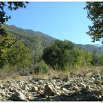 Dry river bed along Manzana Narrows trail