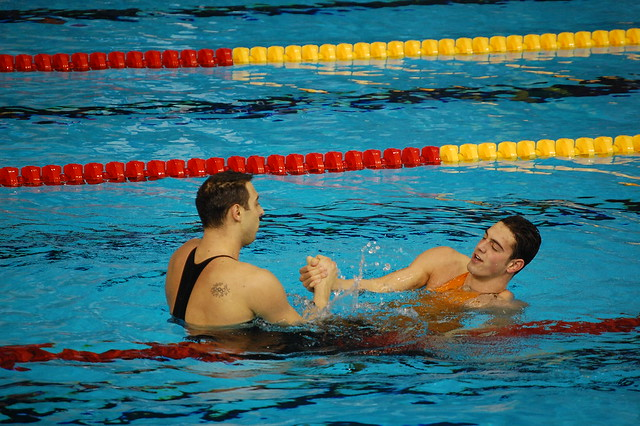 Muñoz greets Čavić after the Rijeka 2008 men's 100 fly