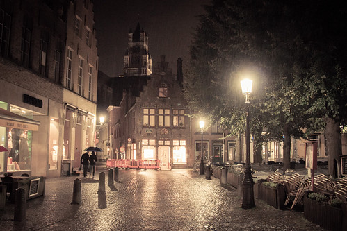 Lovers in the Rain (Bruges, Belgique) - photo : Gilderic