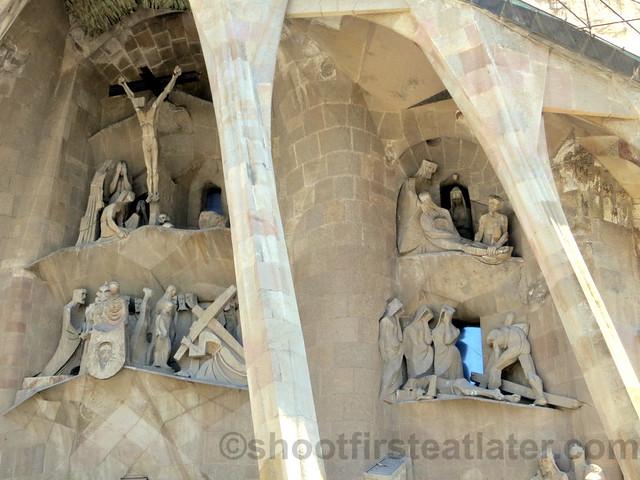 Sagrada Familia - Passion Facade-001