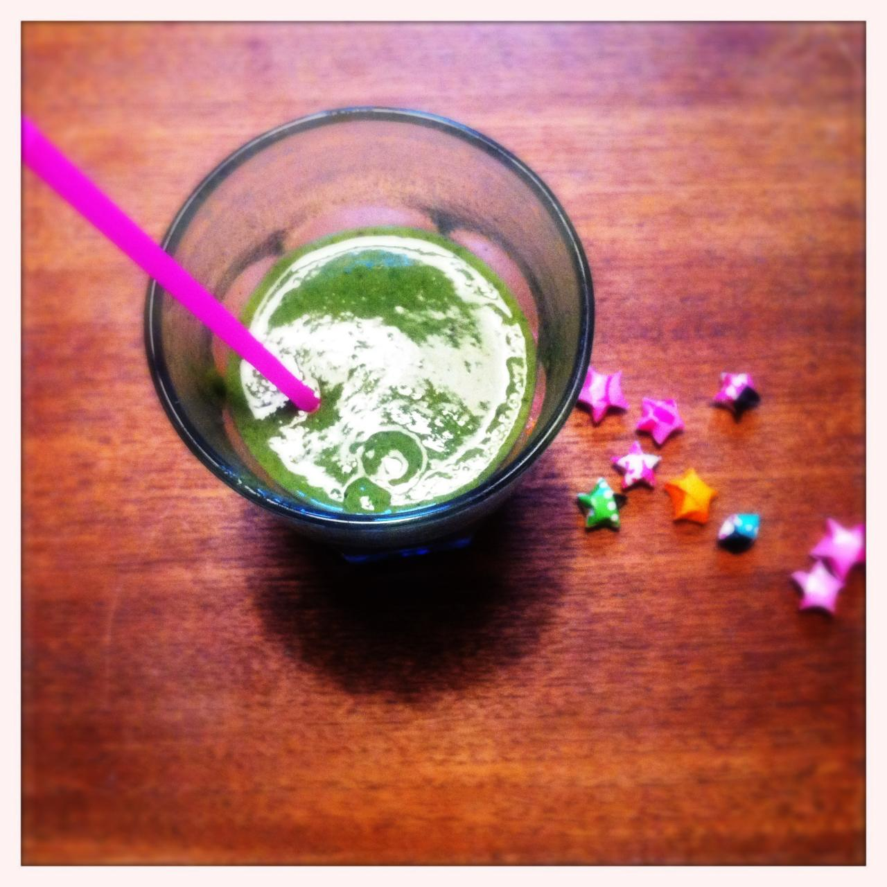 Green smoothie with parsley and dates