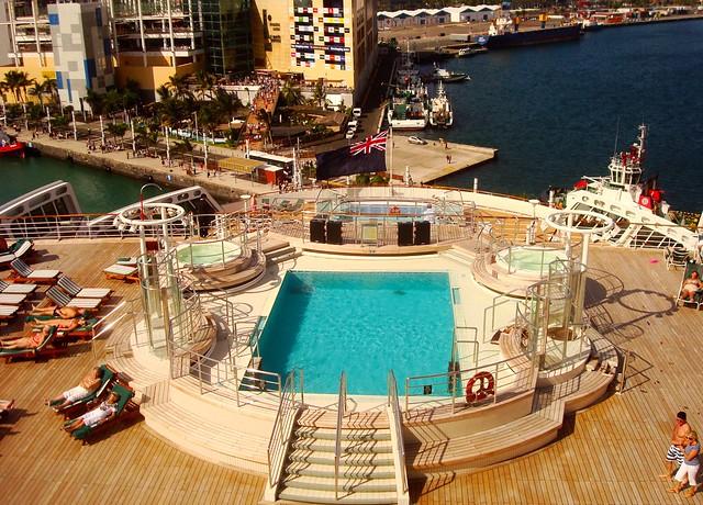 QM2 Queen Mary 2 - piscinas