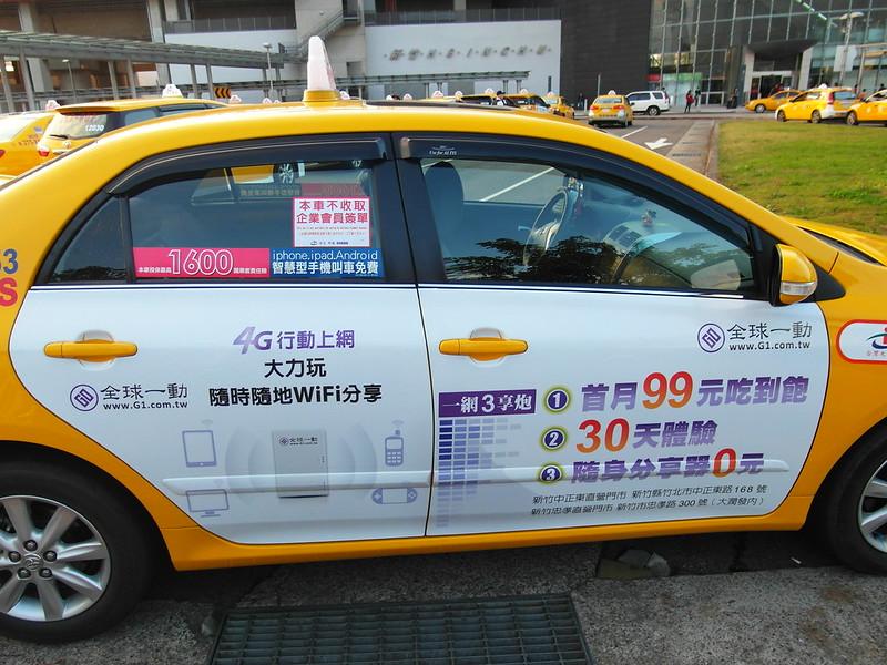 抵制15%方案 突襲包圍分公司 新竹臺灣大車隊司機 貼紙上路 | 苦勞網