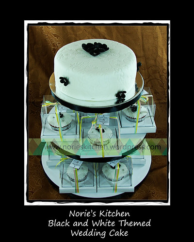 Norie's Kitchen - Black and White Wedding Cake by Norie's Kitchen