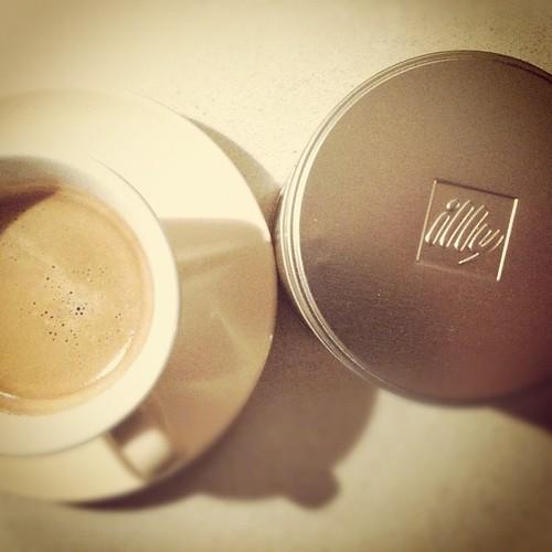 Oggi illy #buongiorno #caffè #coffee by Riccardo Pastore