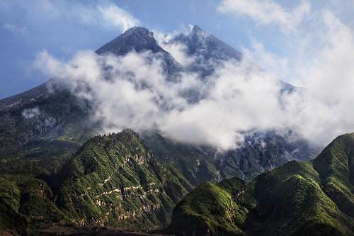 8384362400_ae799f4300 Amazing Mountain photos - A Mysterious Mountain