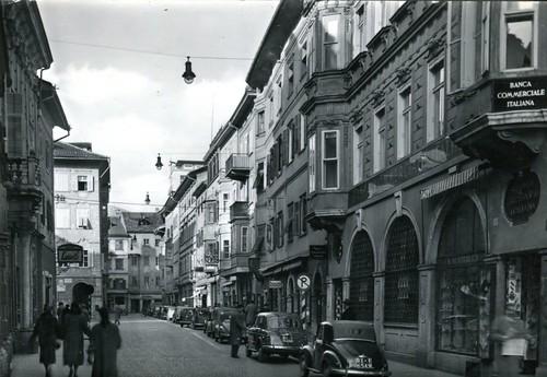 postcard - bolzano - via della mostra - 1966