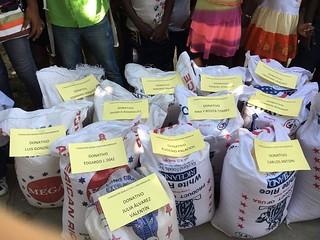 Llegaron los fardos de arroz a Haití