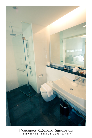 Bathroom at Quincy Hotel Singapore