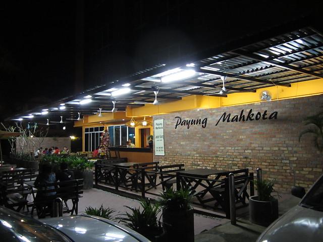 Payung Mahkota by night