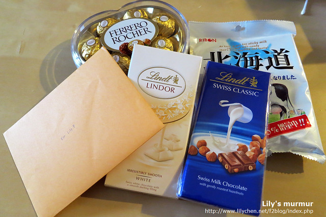 尼送的禮物,全部都是巧克力跟糖果,真的跟他的個性一樣甜。:-)