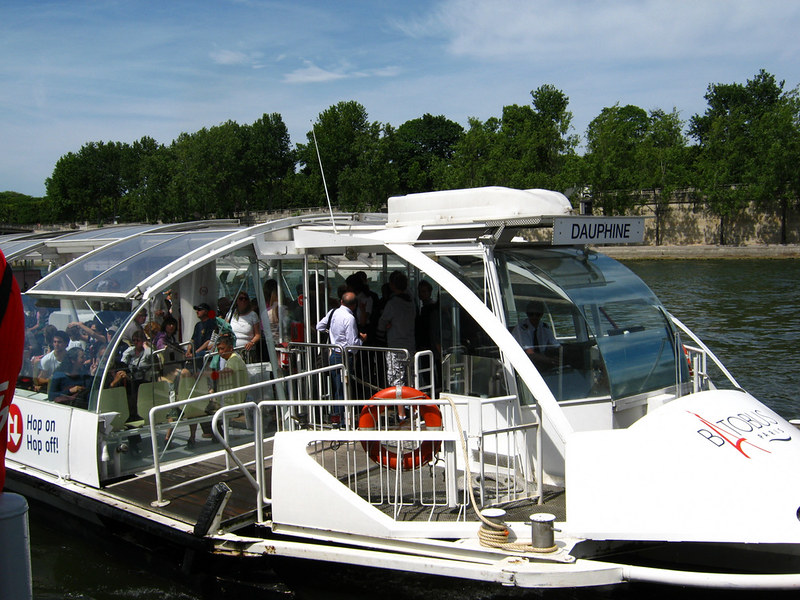 Le dauphine boat