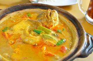 Detail: Claypot curry fish head