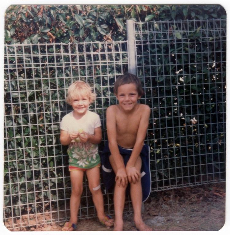 November 1982 Putting up the fences at 1 Meela St, Blacktown - 6.jpg