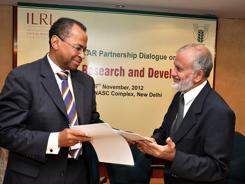 ICAR director general S Ayyappan and ILRI director general JimmySmith exchange signed copies of ILRI-ICAR MOU at ILRI-ICAR Partnership Dialogue