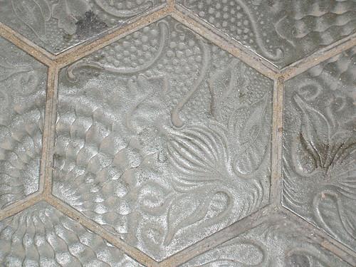 20051010084_pavement_tile_detail