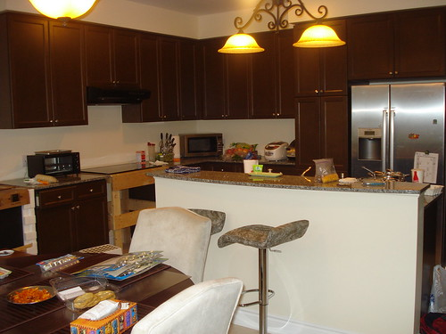 lowes kitchen cabinets thermofoil topic 厨房装修与家具家居选择心得 一 rolia net 我画了几张厨房设计图 然后我们开始了询价 中间的过程就不说了 最后确定用kitchen craft 加拿大公司 的橱柜 边上用本白色加深色glaze island用深色