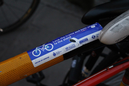 Sticker placed by the police suggesting how people should lock their bikes