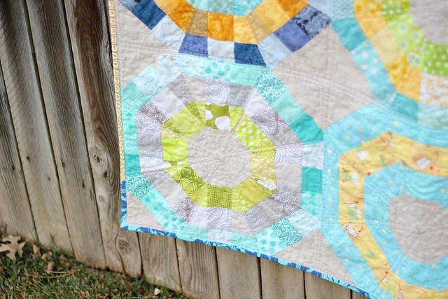 Octagonal Orbs bee quilt close-up