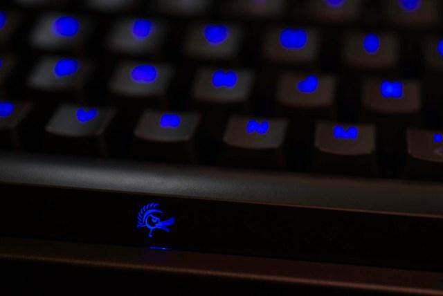 側面也有 logo。Ducky DK9008 Shine 2.