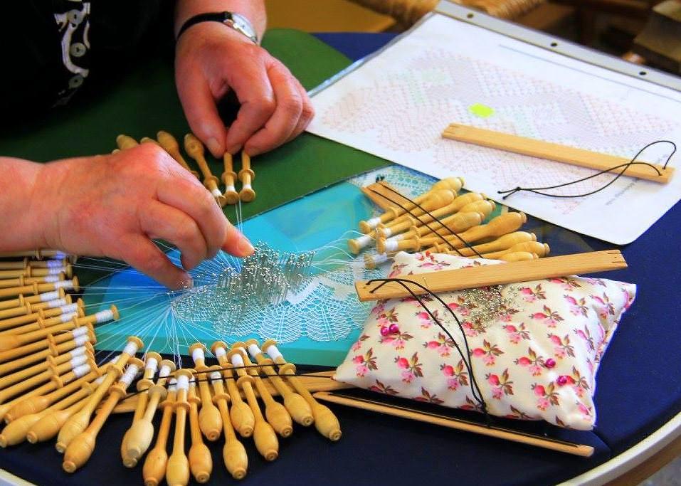 Women making Brugge lace at Kantcentrum