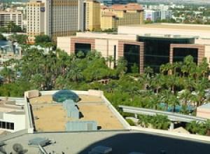 MGM - vue de la chambre sur l'espace piscines