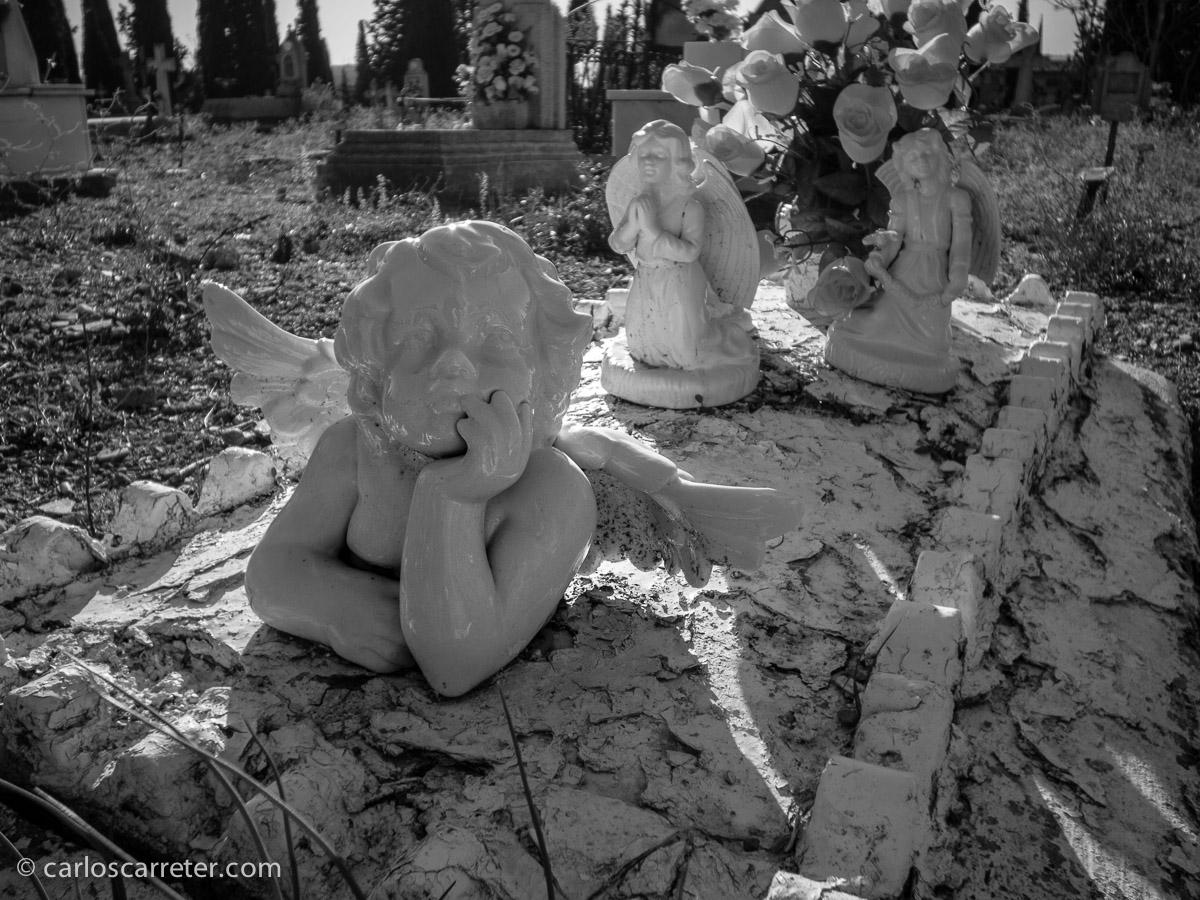 De paso por el cementerio