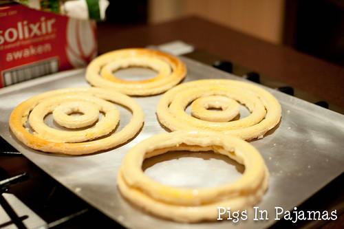Kransekake rings cooling