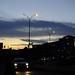 Una nube como un zepellin atraviesa la ciudad
