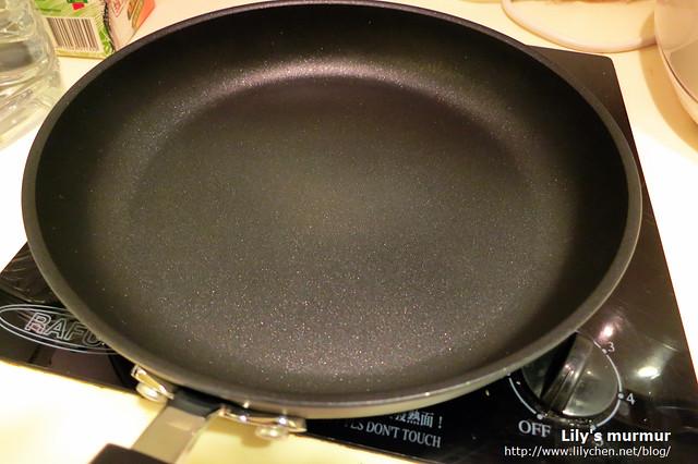 一下子就把養鍋程序完成了,鍋子看起來真的好漂亮喔!