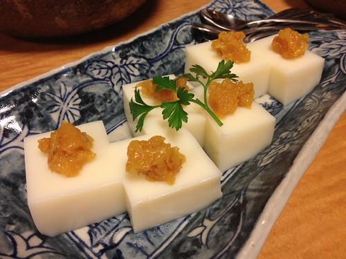 杏仁豆腐に柿のジャムがのっています。@銀魚 (ぎんぎょ)